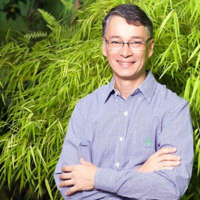 Carlos Lampert Filho é nutricionista e trabalha com terapias orientais