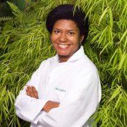 Elenara Dias é massoterapeuta e instrutora de Pilates, atende em Canoas no Espaço Bambuí