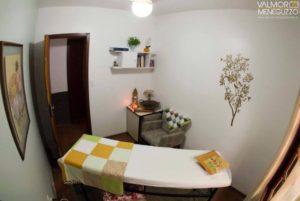 Sala do atendimento em massoterapia no Espaço Bambuí, em Canoas.